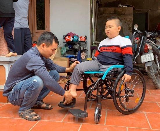 Chang trai mac benh xuong thuy tinh va hanh trinh 'khong the vo' hinh anh 3