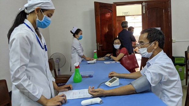 Campuchia tiem vaccine COVID-19 cho can bo ngoai giao nhieu nuoc hinh anh 2