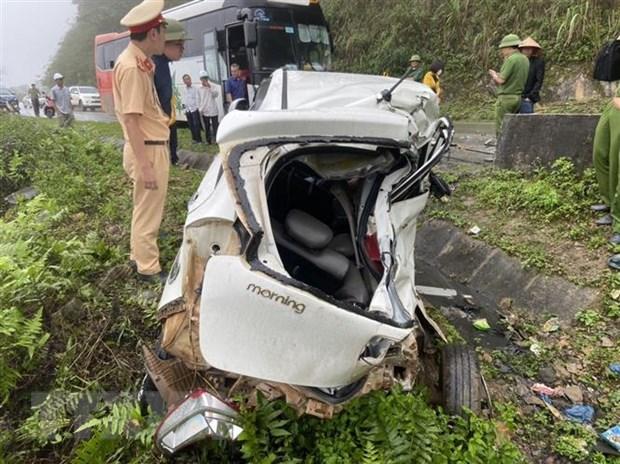 Hoa Binh: Va cham voi xe khach, hai nguoi tren xe con tu vong tai cho hinh anh 2