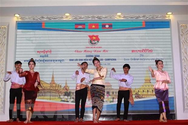 Lanh dao TP.HCM gap go sinh vien Lao, Campuchia nhan dip Tet co truyen hinh anh 2