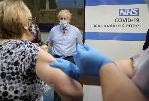 Tiem chung vaccine ngua COVID-19 giup giam ca mac va tu vong o Anh hinh anh 1