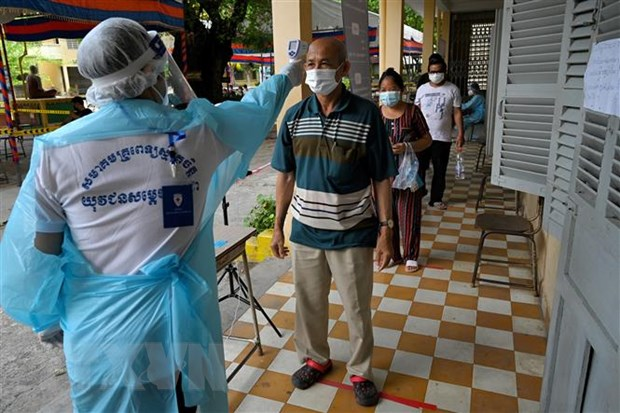 Campuchia ghi nhan gan 1.000 ca mac moi COVID-19 trong 24 gio qua hinh anh 1