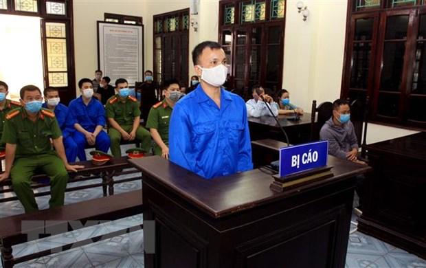Thai Binh: Phat tu 3 doi tuong co y dung gach nem vo kinh xe khach hinh anh 1