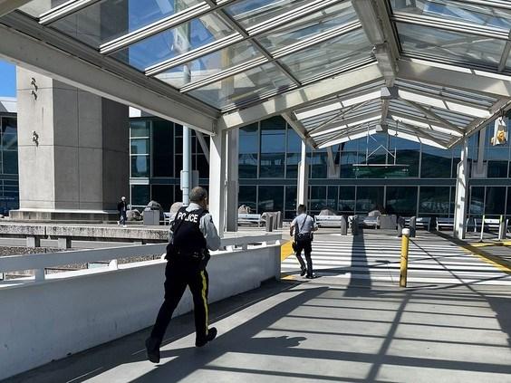 Canada: Xay ra no sung tai san bay quoc te Vancouver hinh anh 1