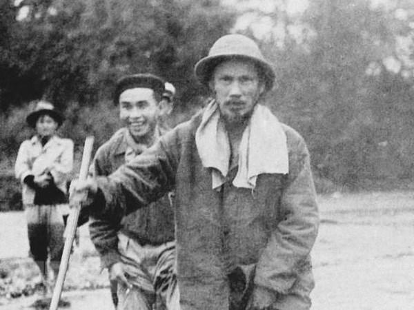 Chu tich Ho Chi Minh - Nguoi lam rang ro non song, dat nuoc Viet Nam hinh anh 1