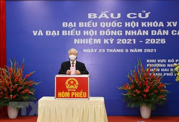 Tong Bi thu Nguyen Phu Trong bo phieu bau cu tai quan Hai Ba Trung hinh anh 1