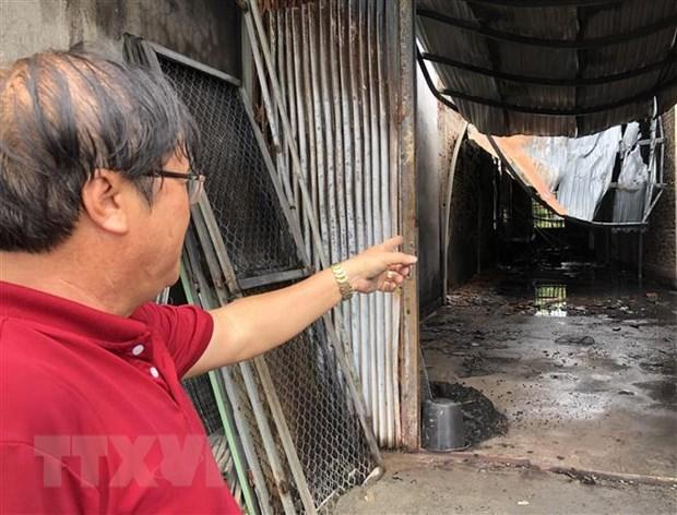 Quang Ngai: Chay lon thieu rui mot kho hang chua do nhua hinh anh 1