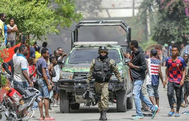 Vu am sat Tong thong Haiti: Nhom tay sung Colombia vuot bien vao Haiti hinh anh 1