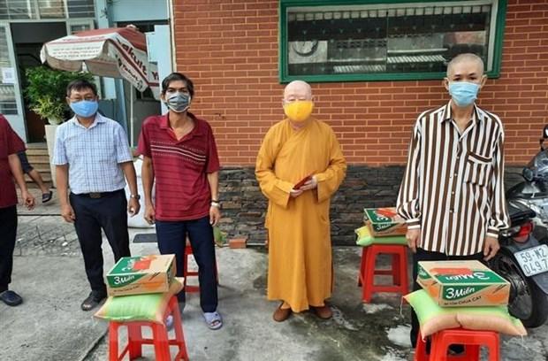Dong bao co dao tai Thanh pho Ho Chi Minh ho tro tuyen dau chong dich hinh anh 1