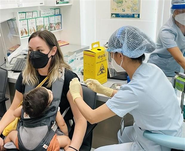 TP.HCM: Tiem vaccine phong COVID-19 cho cong dong nguoi Phap hinh anh 1