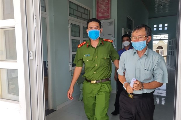 Khoi to, bat tam giam Truong Van phong cong chung o Binh Thuan hinh anh 1