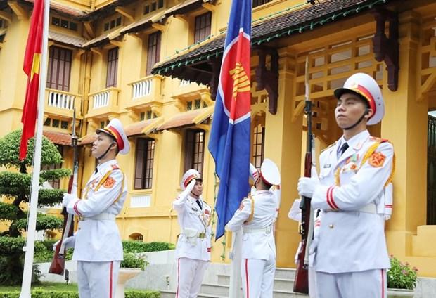 Lực lượng tiêu binh thực hiện nghi thức thượng cờ ASEAN hồi năm 2020. (Ảnh: Lâm Khánh/TTXVN)