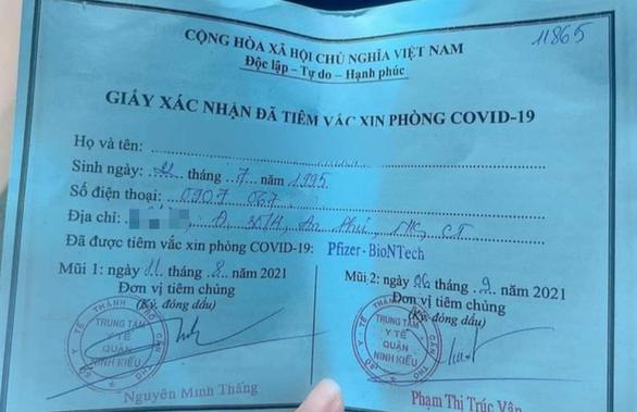 Khoe tiem Pfizer nho 'xin ong anh': Dinh chi Pho Chu tich phuong hinh anh 1