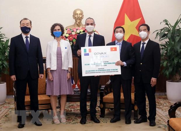 Tiep nhan 1,5 trieu lieu vaccine phong COVID-19 tu Phap va Italy hinh anh 2