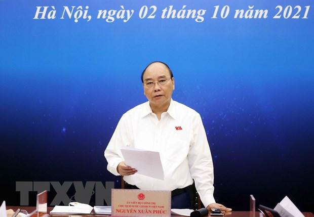 Chu tich nuoc Nguyen Xuan Phuc tiep xuc cu tri doanh nghiep TP.HCM hinh anh 2