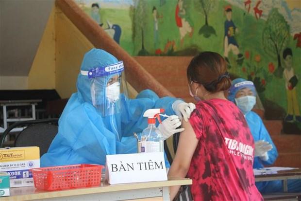 Yen Bai: Gan 71% nguoi tu 18 tuoi tro len duoc tiem vaccine COVID-19 hinh anh 1