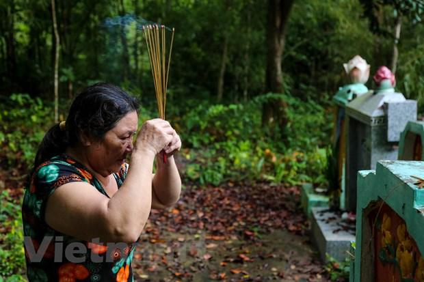 'Mau van chua ngung loang trong long nguoi Ba Chuc' hinh anh 5