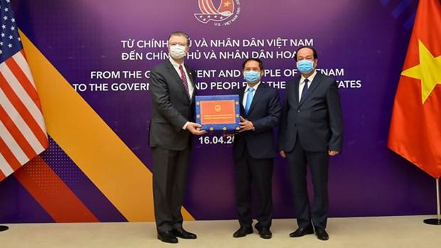 Bo Cong an ho tro hon 200.000 khau trang cho cac nuoc ban hinh anh 4