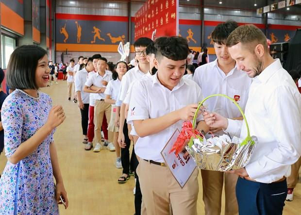 He thong giao duc Nguyen Hoang don gan 15.000 hoc sinh hinh anh 3