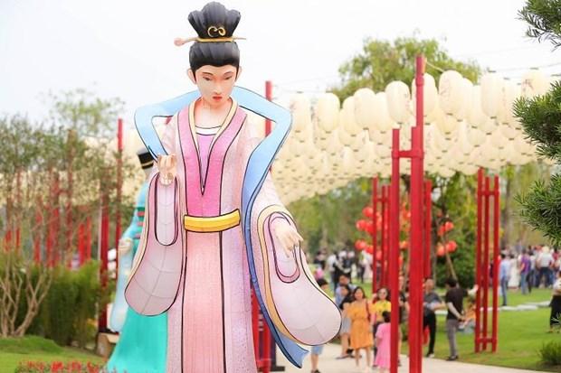 """Me man ngam nhung chiec den long """"chuan Disneyland"""" ngay tai Viet Nam hinh anh 4"""
