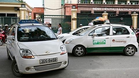 Ha Noi xu ly xe taxi gay mat trat tu tai cong cac benh vien hinh anh 1
