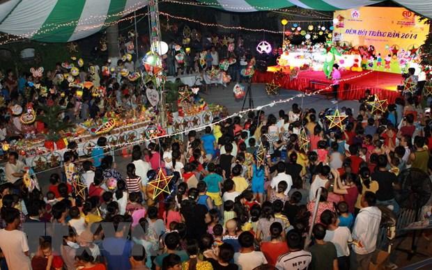[Photo] Tung bung le hoi dem ram vui Tet Trung thu tai Ha Noi hinh anh 4