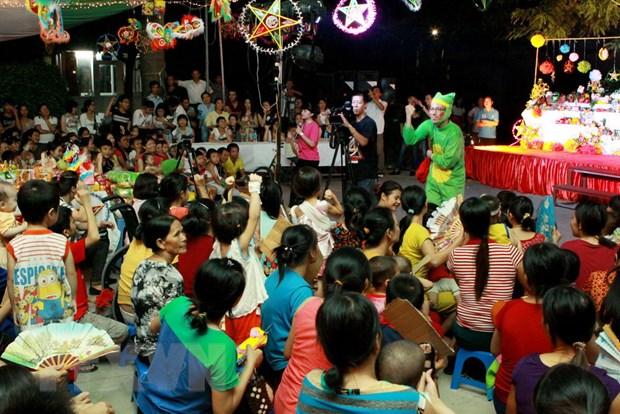 [Photo] Tung bung le hoi dem ram vui Tet Trung thu tai Ha Noi hinh anh 5