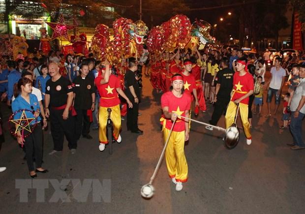 [Photo] Tung bung le hoi dem ram vui Tet Trung thu tai Ha Noi hinh anh 8