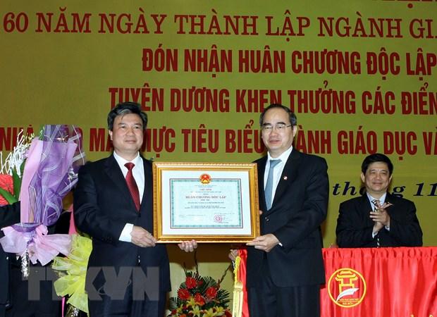 Nganh giao duc Ha Noi nhan huan chuong Doc lap hang Nhat hinh anh 1