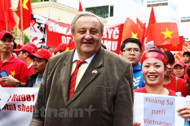 Mot nguoi Sec yeu Viet Nam nhu chinh que huong minh hinh anh 1