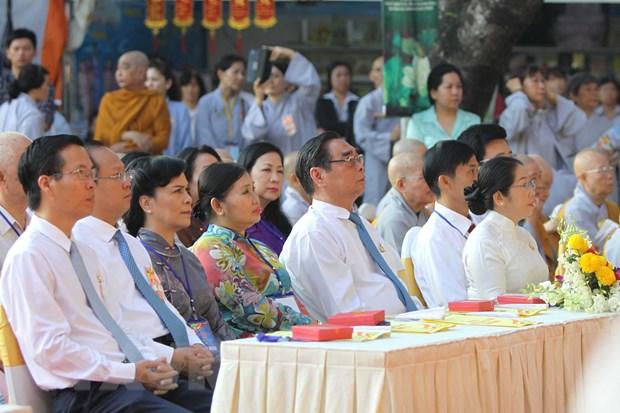 Phat giao Thanh pho Ho Chi Minh mung Dai le Phat dan 2015 hinh anh 1