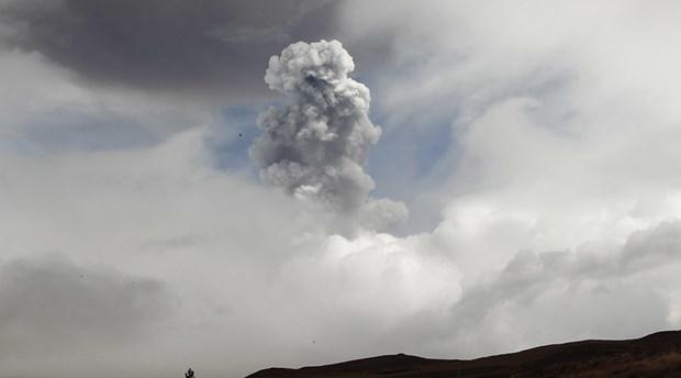 Ecuador: Nui lua Cotopaxi tinh giac, phun tro bui o do cao 5km hinh anh 1