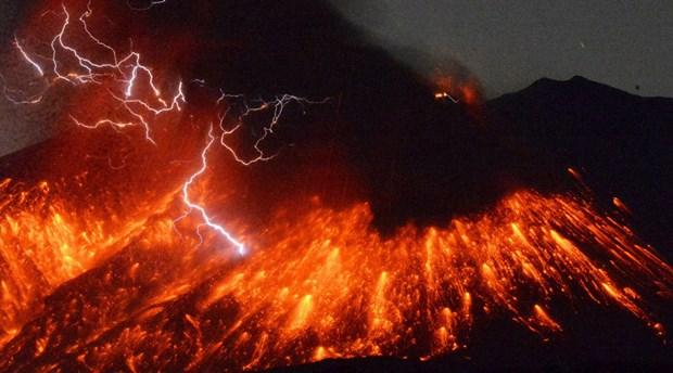 Nhat Ban: Nui lua Sakurajima phun trao, dan khong duoc toi gan hinh anh 1