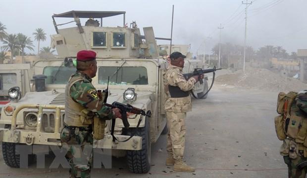 Duoc may bay yem tro, Iraq giai phong 5 ngoi lang khoi tay IS hinh anh 1