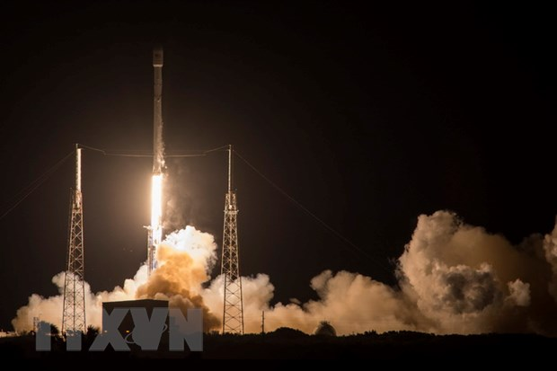 SpaceX ha canh thanh cong ten lua day Falcon 9 tren bien hinh anh 1