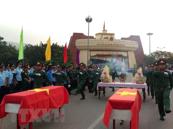 Quang Tri, Kon Tum to chuc truy dieu va an tang hai cot liet sy hinh anh 1