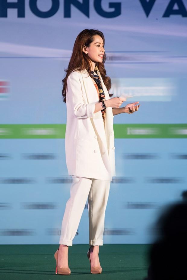 Bai dien van gay sot cua Chi Pu tai Forbes Talks Vietnam 2017 hinh anh 8