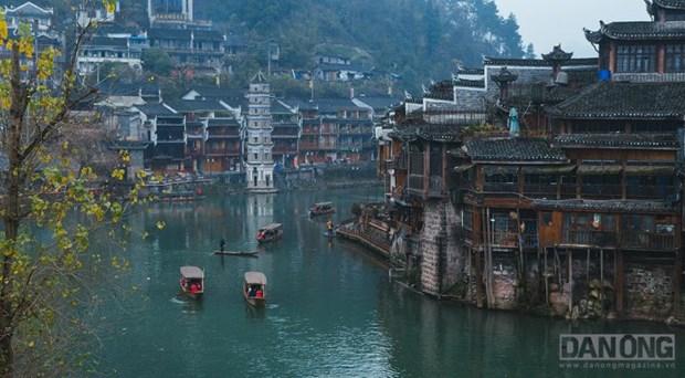 Lac chon than tien o Truong Gia Gioi va Phuong Hoang Co Tran hinh anh 2