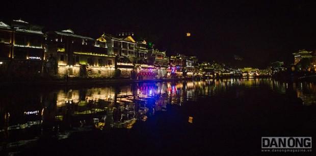 Lac chon than tien o Truong Gia Gioi va Phuong Hoang Co Tran hinh anh 7