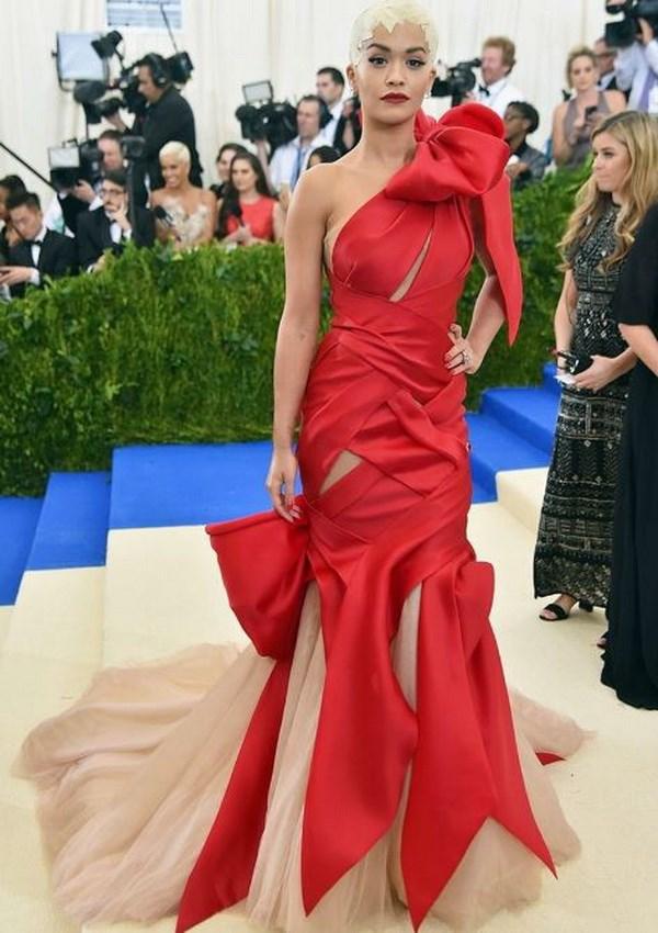 Rihanna dien trang phuc la thong linh tham do Met Gala 2017 hinh anh 4