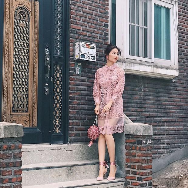 Hoang Thuy Linh va Thanh Hang bien tau ao thun sanh dieu hinh anh 9
