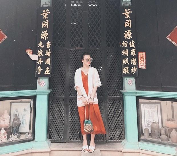 Hoang Thuy Linh va Thanh Hang bien tau ao thun sanh dieu hinh anh 10