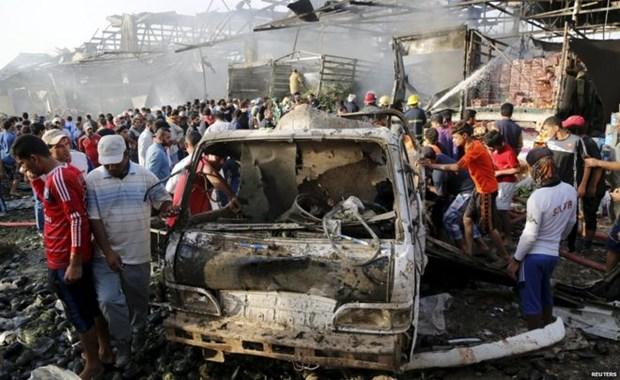 IS danh bom lieu chet vao khu cho tai Iraq, 20 nguoi tu vong hinh anh 1