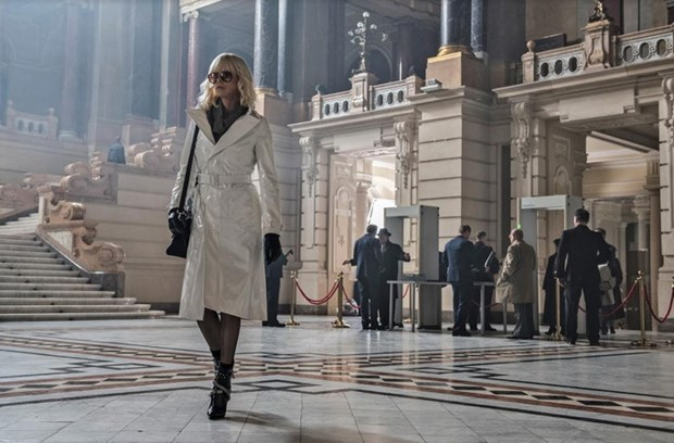 Charlize Theron tro lai day hoang da trong phim ''Atomic Blonde'' hinh anh 1