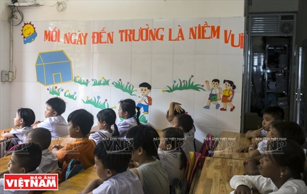 Thay Rick day tieng Anh cho tre em ngheo Thanh pho Ho Chi Minh hinh anh 2