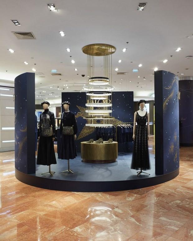 Cac thiet ke chiem tinh cua Dior me hoac tin do shopping tai Paris hinh anh 7