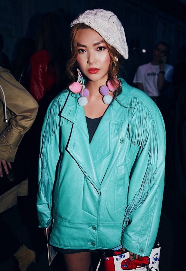 Fashionista Viet mix do ''chat lu'' du tuan le thoi trang Paris hinh anh 6