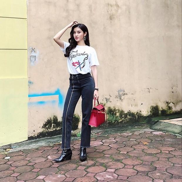 My nhan Viet tro tai phoi do voi tui hieu, khoe street style sanh dieu hinh anh 2