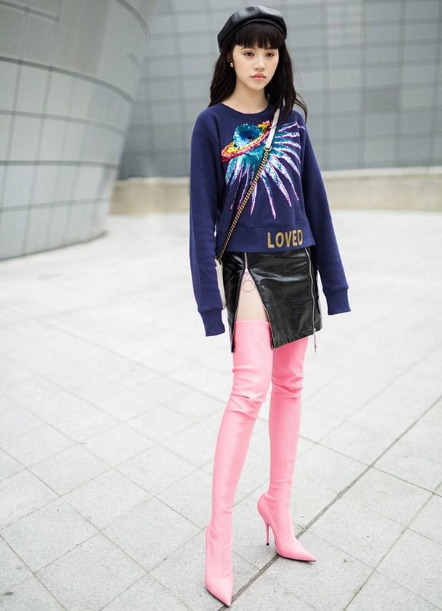 Boots cao qua goi - ''bao boi'' phai co cua fashionista mua Thu Dong hinh anh 8