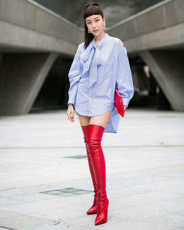 Boots cao qua goi - ''bao boi'' phai co cua fashionista mua Thu Dong hinh anh 9